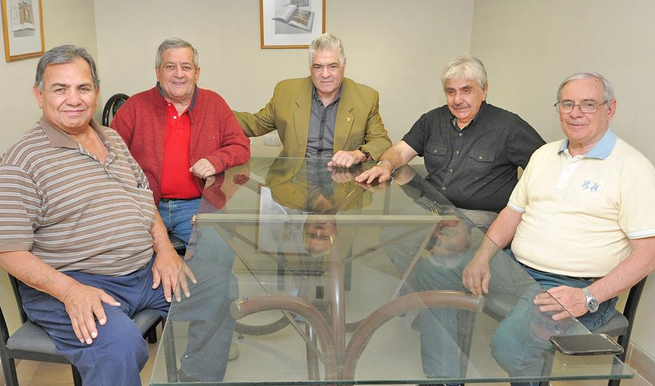 """De izq. a der, Roberto Campos, Carlín Díaz Yolde, """"Chelo"""" Chazarreta, Adolfo Guzmán Olivera y Roberto Liendo fueron algunos de los campeones."""