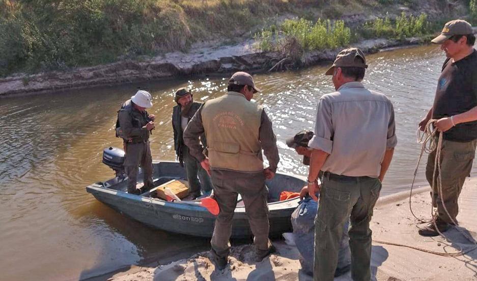 Esta semana, personal de Fauna de la provincia atrapó infraganti a pescadores furtivos y liberó decenas de dorados.