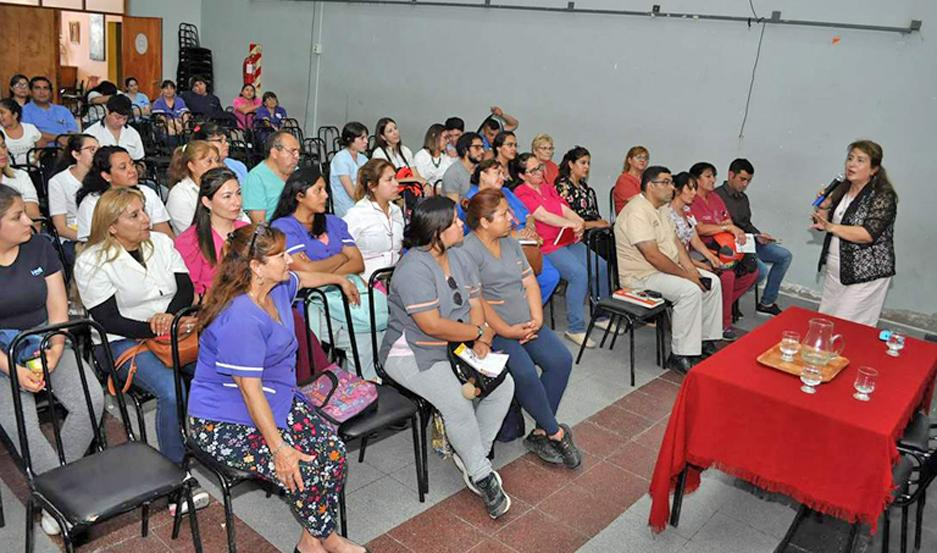 EVENTO. La charla estuvo a cargo de la doctora Paula Ortiz; también se escucharon testimonios de pacientes.