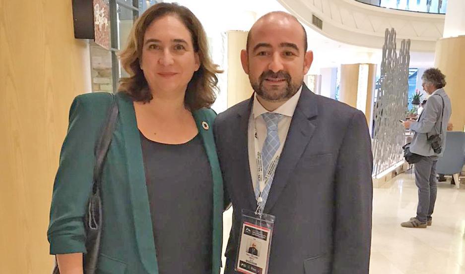 VÍNCULOS. Mirolo destacó la riqueza de cada una de las exposiciones, donde también pudo estrechar lazos con representantes de Lisboa (Portugal) y San José de Costa Rica.