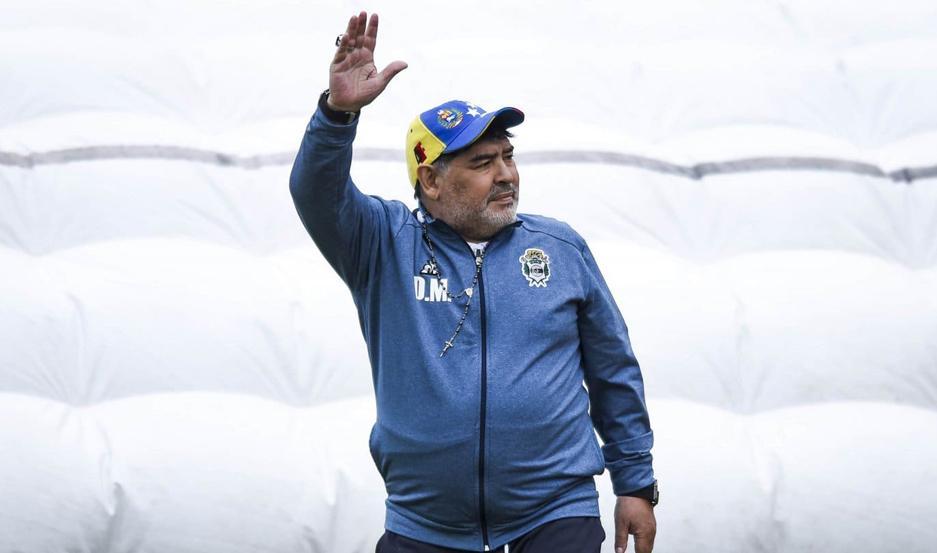 Maradona tendría las horas contadas al frente del Lobo, pero no precisamente por los resultados.