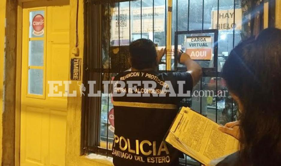 Los locales sorprendidos en infracción fueron clausurados por la policía.