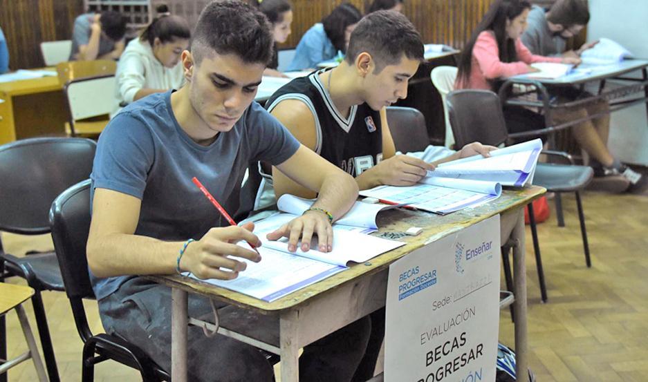PROGRAMA. Las Becas Progresar tienen por objetivo que los alumnos continúen con sus estudios.